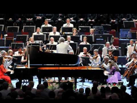 Katia & Marielle Labeque play Poulenc Concerto in D for 2 pianos - (3/3)