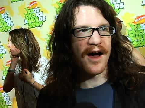My Interview with Fall Out Boy`s Andy Hurley at the 2009 Nickelodeon Kids` Choice Awards