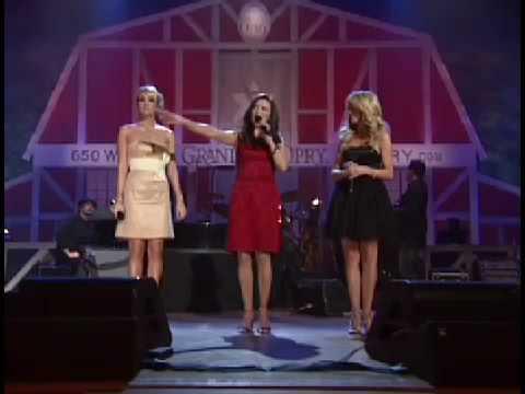 Carrie Underwood, Martina McBride, Julianne Hough - Grand Ole Opry