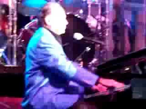 """Mickey Gilley """"Room full of Roses Medley"""""""