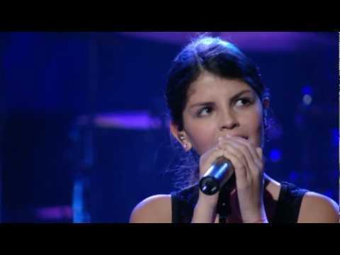 "Nikki Yanofsky Sings ""You`ve Changed"""