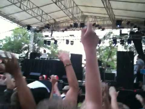 Benny Benassi ft Kelis - Spaceship (LIVE at North Coast Music Festival in Chicago) 2010