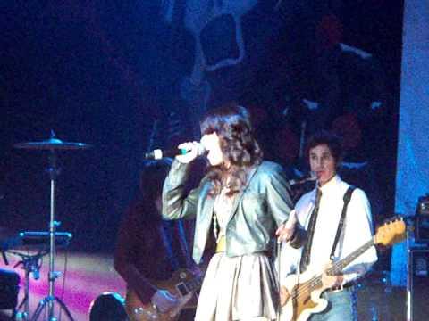 """Miranda Cosgrove - """"Kissin U"""" (Live)"""