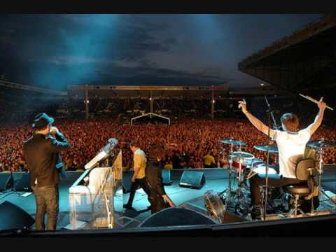 Never Miss A Beat - Kaiser Chiefs Live at Elland Road