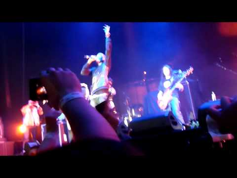 BOB ft Hayley Williams (Paramore) - Airplanes - Manchester