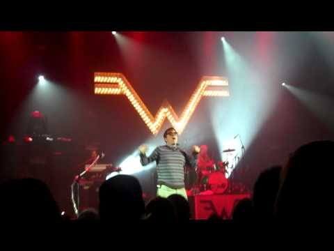 Weezer - I Want You To (Partial) - 12.14.10 Boston