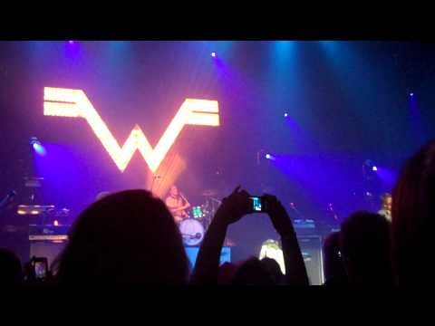 Weezer - Falling For You - 12.14.10 Boston