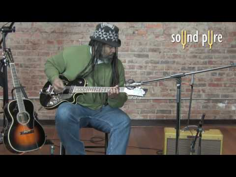 Alvin Youngblood Hart playing a Dusenberg Starplayer TV+