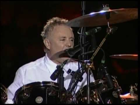 Roger Taylor - Drum Solo + I`m in love with my car (Santiago 2008)