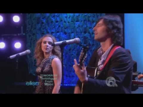 [HD] Scarlett Johansson & Pete Yorn - Relator (Live At Ellen Show 10/12/2009)