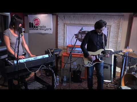 Phantogram - When I`m Small (KEXP)