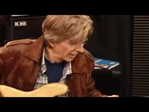 Phil Lesh plays Pigtronix Echolution Delay at NAMM 2008