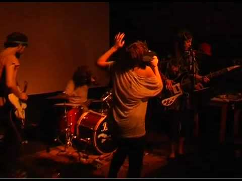 POCAHAUNTED @ Les Vo�tes (1st song)