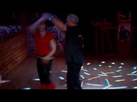 Tanzlokal Ponderosa . auf das Lied Candita von Hansi S�ssenbach tanzen Anita und Giuseppe Discofox
