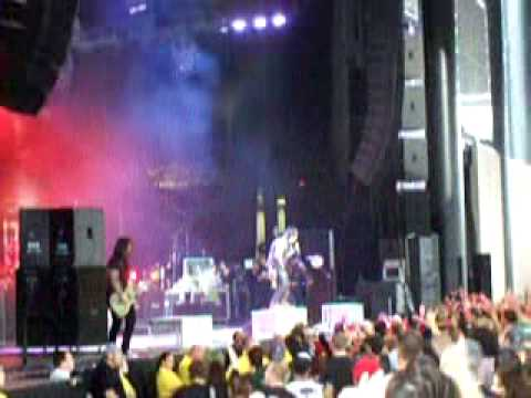 Papa Roach -- Getting Away With Murder Live Q101 Jamboree