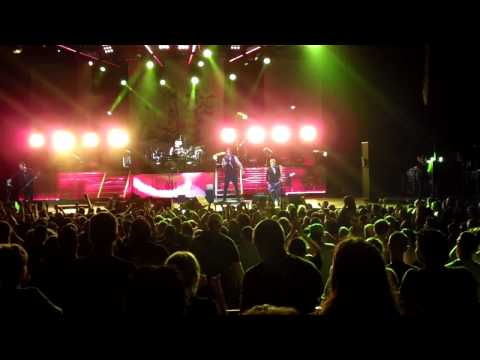 Three Days Grace-Animal I Have Become (Live) Chicago June 5, 2010