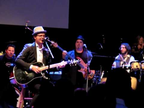 Rainn Wilson singing with the Band from TV at Heroes for Autism event