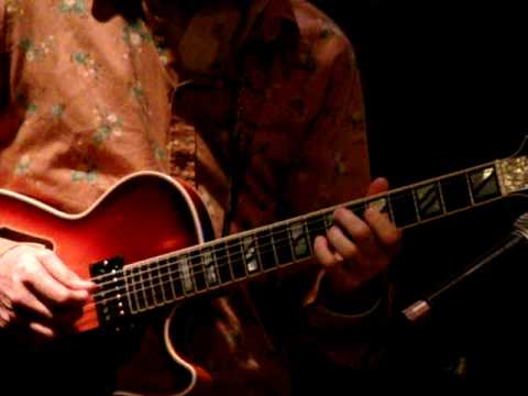 Kurt Rosenwinkel Standards Trio - Darn that Dream (part 1)