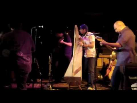 Ozomatli Live - jamming with Xoco - The Harpist from Rey Fresco