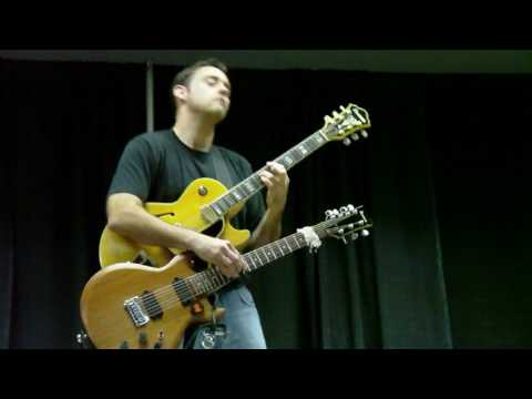 Rhett Butler @ Dallas International Guitar Show - 4