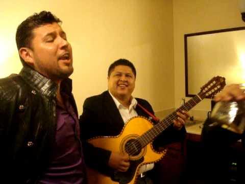 """Larry Hernandez - """"Duele"""" y Roberto Tapia """"Me Duele"""""""