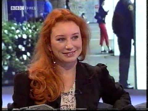 Tori Amos on Liquid News - November 12, 2003 (Pt.1)