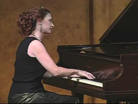 "Robin Spielberg performs ""MANEKI NEKO"" in Concert"