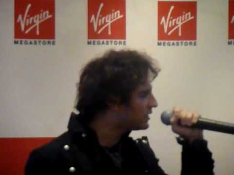 Showcase de Mozart l`Op�ra Rock au Virgin M�gastore des Champs-Elys�es le 21/05/09