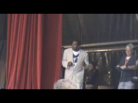 Lenny Henry dancing - Reasons to be cheerful