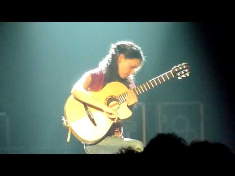 Rodrigo y Gabriela - Awesome guitar percussion solo - 11:11 - Hammersmith Apollo - 23 Nov 209