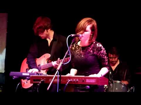 "Rose Elinor Dougall ""Fallen Over"" Live 12/06/09"