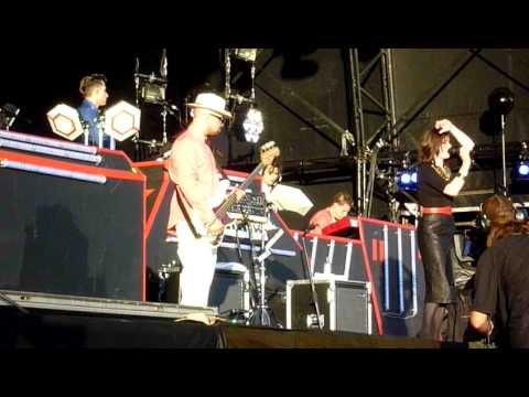 Mark Ronson & The Business Intl ft Rose Elinor Dougall - Oh My God - live at Lovebox Festival 2010