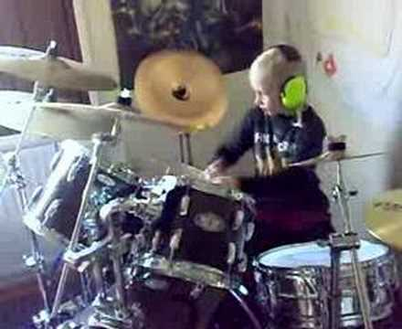 Kid drumming Iron Maiden - Run to The Hills