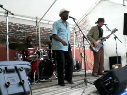 "Soulard Blues Band @ Big Muddy 2009 ""Don`t Mess With My Toot-Toot"""