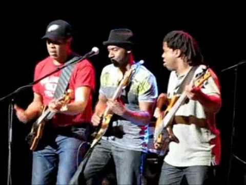 "SMV ""Thunder Tour"" Battles of Bass between Stanley Clarke, Marcus Miller and Victor Wooten."