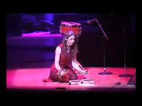 "Evelyn Glennie - ""Clapping Music"""