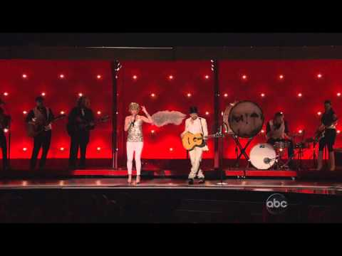 Sugarland - Stuck Like Glue - CMA Awards 2010