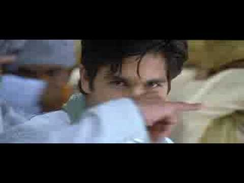 Ghoomar Ft. Shahid / Kareena / Neha Dhuphia - Chup Chup Ke (KK & Sunidhi Chauhan)