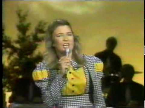 Tanya Tucker-What`s your mama`s name.