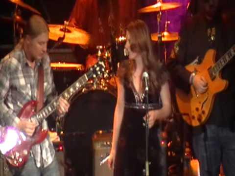 """Derek Trucks Band w/Susan Tedeschi doing """"Anyday"""" by Clapton"""