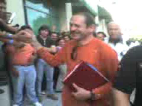 Teo Gonzalez en la firma de mago de oz guadalajara
