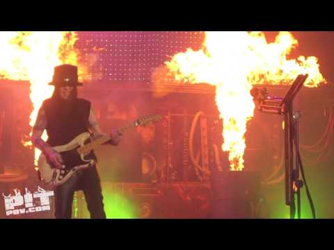 MOTLEY CRUE ? Shout at the Devil ? Crue Fest 2 ? Dallas, Texas ? PIT POV HD