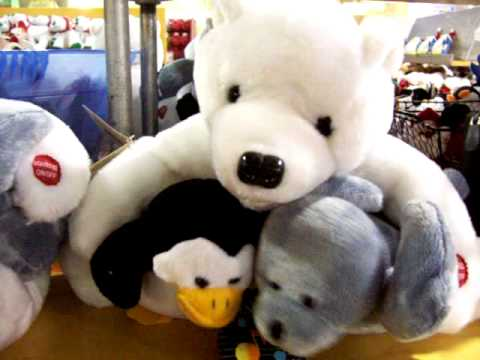 "Polar Bear Sings ""I`d Like to Teach the World to Sing"""