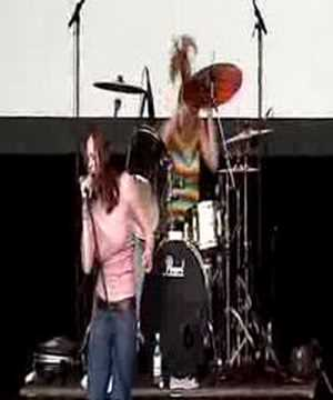 The Donnas - It`s On The Rocks (V Festival 2002)
