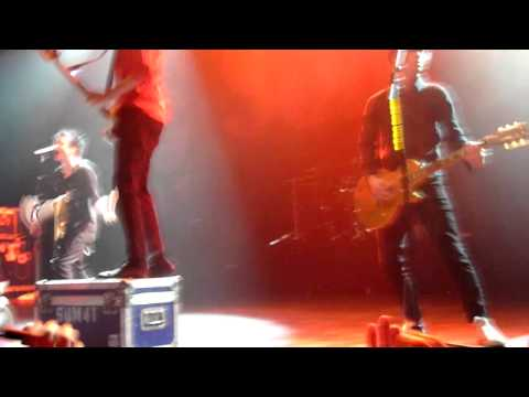 Sum 41 - The Hell Song live @ 013 Tilburg (HD)