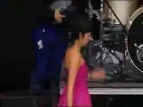 Lily Allen & The Specials - Gangsters (Glastonbury 2007)
