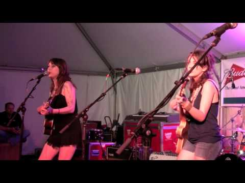 Those Darlins - Drivin` Nails in my Coffin - Live at Bonnaroo 2009