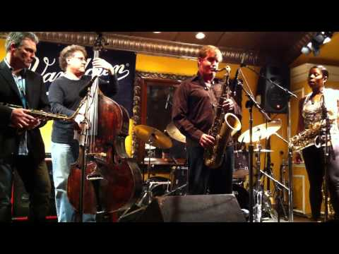 "Vandoren`s ""VandoJam"" 2011 NAMM- Eric Marienthal, Tia Fuller, Brian Bromberg on bass"
