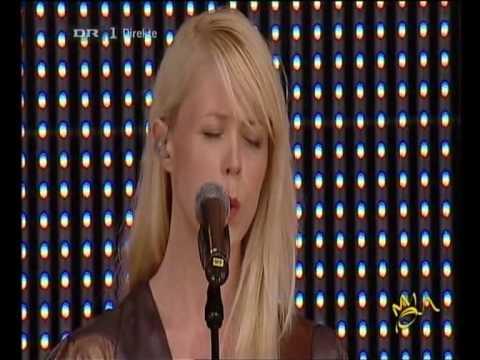 Tina Dico - Alt Hvad Hun Ville Var At Danse (tillykke danmarks dronning 2010-06-05)