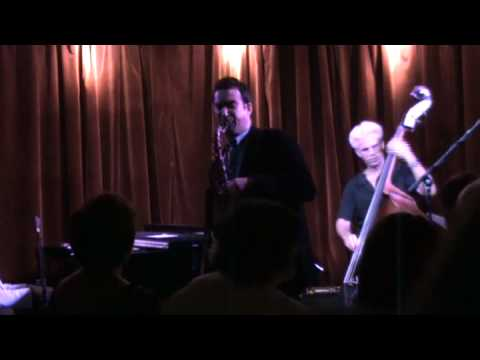 Moment Notice, Tony Madruga trio & Felipe Lamoglia